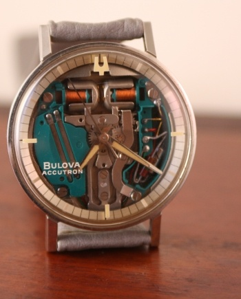 bulova accutroon spaceview