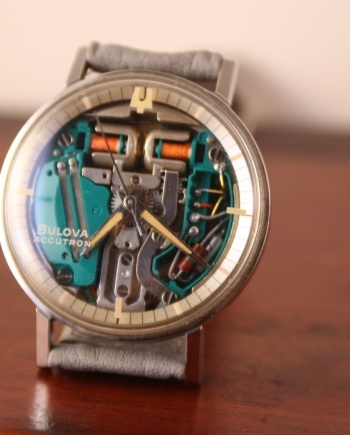 bulova spaceview dial